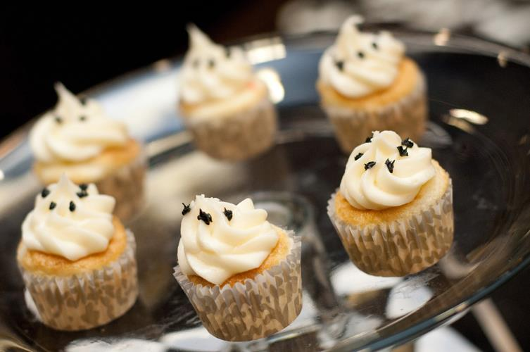 Halloween Party Cupcakes-B. Lovely Events