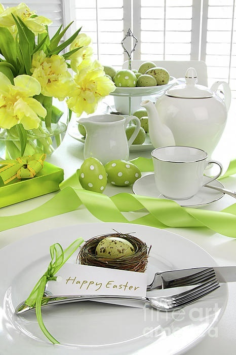 Green and yellow easter table