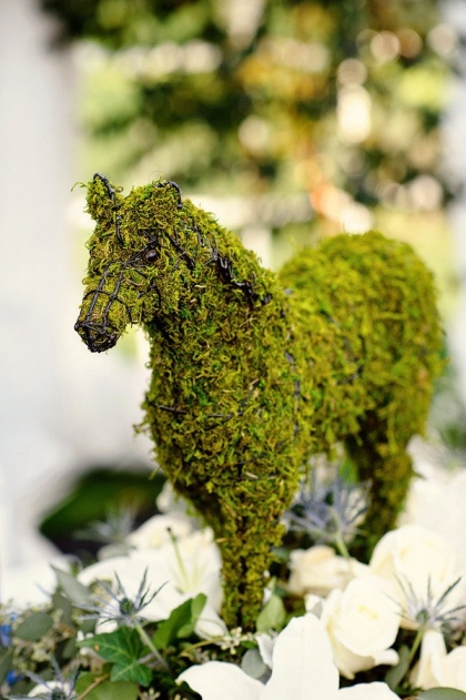 moss covered horse decor for the Kentucky Derby