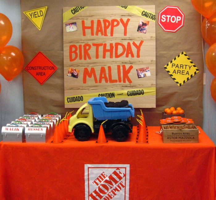 Construction-Birthday-Party table