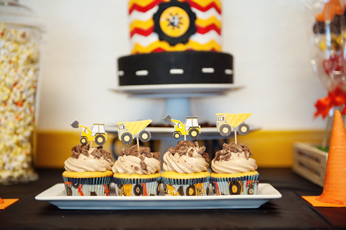 Construction Party cupcakes