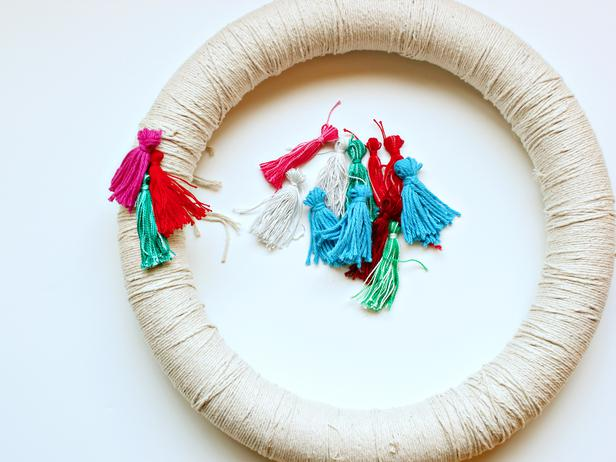 DIY Tassel wreath for grad party