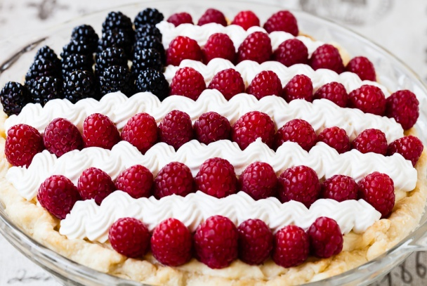 Easy DIY banana cream Patriotic pie, great for red white and blue