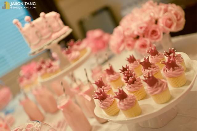 princess birthday cupcakes-love the crowns!