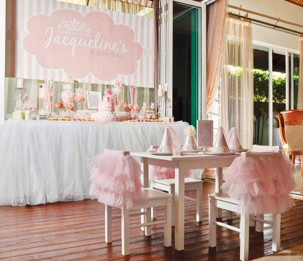 princess  birthday party with amazing hat and dress decor