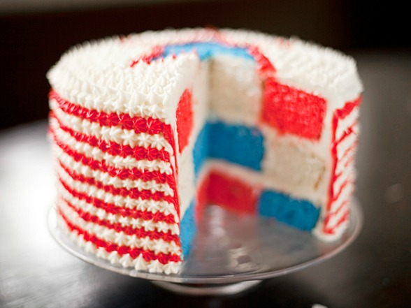Red white and blue velvet cake?! I am all in on that! Get this lovely ...