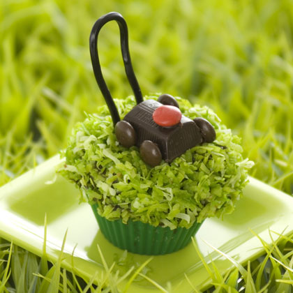 Lawn mower fathers day cupcake