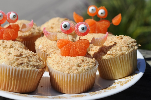 sandy beach crab cupcakes