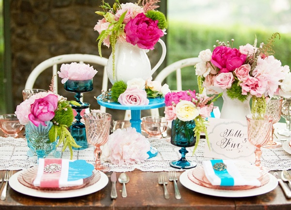 beautiful pink and blue tablescape