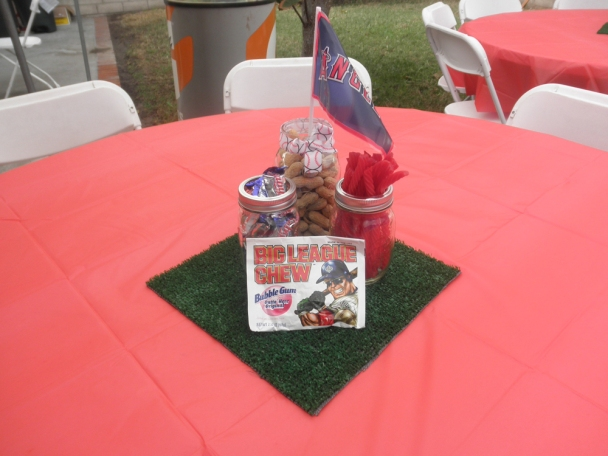 baseball party centerpiece-so easy and lovely!