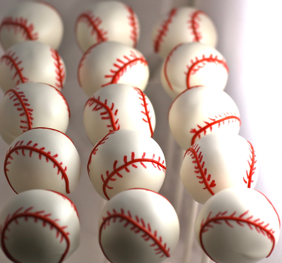 Love this baseball cake pops!