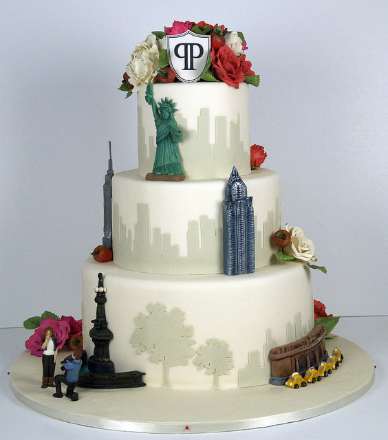 Amazing New York city wedding cake