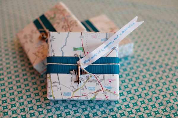 travel wedding favor boxes-soooo adorable!