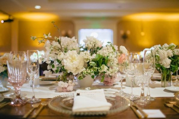 Romantic and soft wedding centerpiece